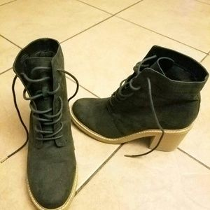 Hunter green boots size 9 womans